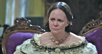 In Lincoln Sally Field plays scene as Mary Todd Lincoln
