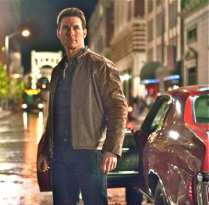 Tom Cruise as Jack Reacher flees his red Chevy