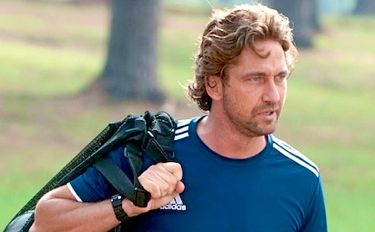 In Playing for Keeps Gerard Butler's ex-soccer star watches his son's team