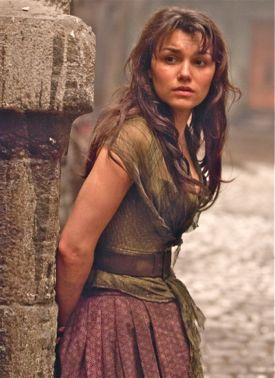 Les Mis' Samantha Barks leans against wall as she thinks about unrequieted love