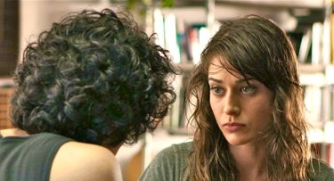 In Save the Date Lizzy Caplan has heart-to-heart with her b.f.