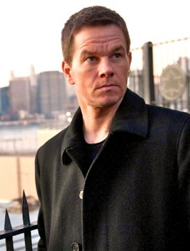 Mark Wahlberg surveys corrupt city in Broken City