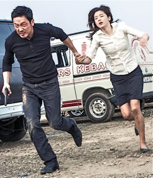Ha Jung-woo and Gianna Jun run to escape bullets