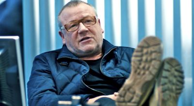 The Sweeney's Ray Winstone puts feet up on desk