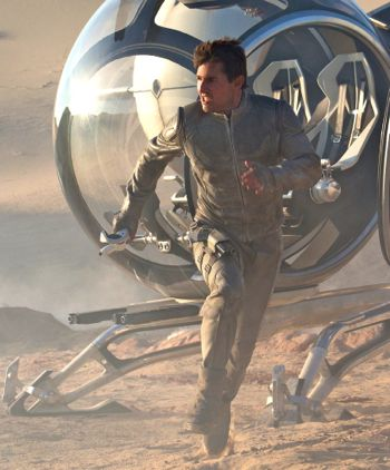 Oblivion's Tom Cruise dashes from space ship