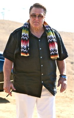 John Goodman in Hangover III confronts Wolfpack in desert