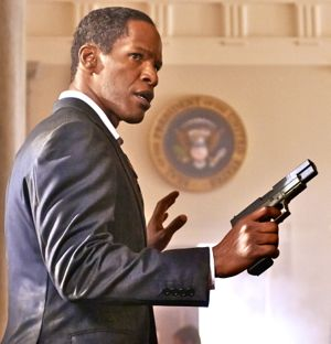 Jamie Foxx surrenders gun in White House Down