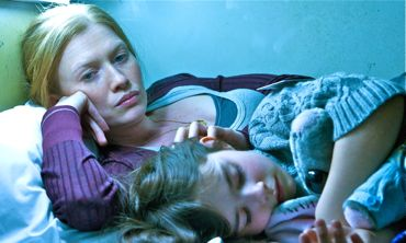 WWZ's Mireille Enos lies next to sleeping child