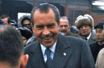 Richard Nixon greet Chinese people