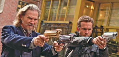 R.I.P.D.'s Jeff Bridges and Ryan Reynolds aim guns at undead