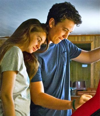 Spectacular Now's Miles Teller and Shailene Woodley play jukebox