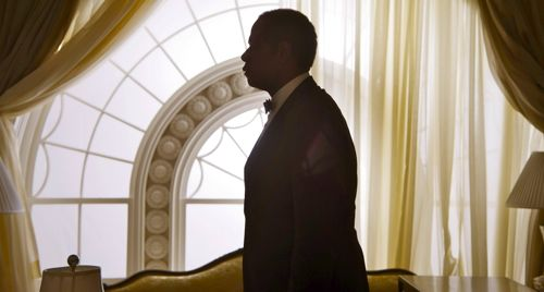 Forest Whitaker's butler stands in Oval Office