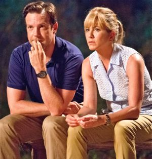 Jason Sudeikis and Jennifer Aniston sit on bench at night