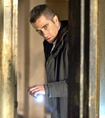 Prisoners' Jake Gyllenhaal directs flashlight in empty house
