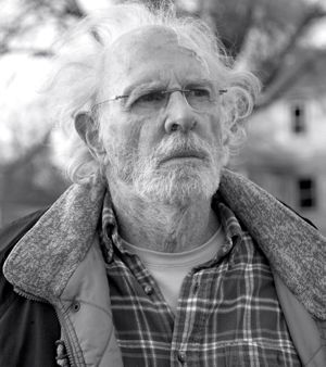 Nebraska's Bruce Dern gazes at old house