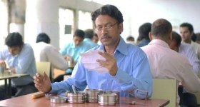 Lunchbox'x Irrfan Khan reads letter at lunch