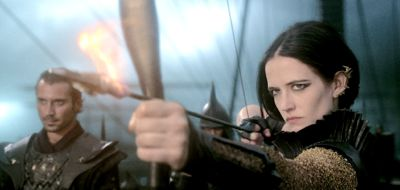 300's Eva Green pulls bow to fire flaming arrow