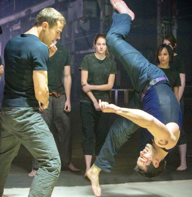 Divergent's Theo James flips opponent in fight