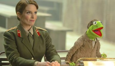 Muppets Most Wanted's Tiny Fey sits next to Kermit the Frog