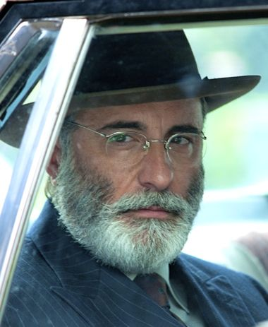 Rob the Mob's Andy Garcia peers out car window