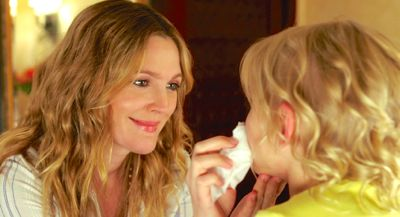 Blended's Drew Barrymore fixes a little girl's makeup
