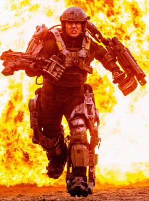 Edge of Tomorrow's Tom Cruise in armor flees explosion