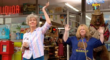 Tammy's Susan Sarandon and Melissa McCarthy put hands in air for police