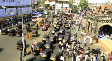 In Siddharth a Mumbai street teems with cars and people