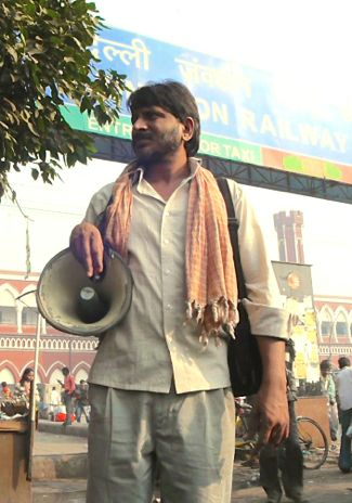 Siddharth's Rajesh Tailang words a zipper mender in front of Delhi rail station