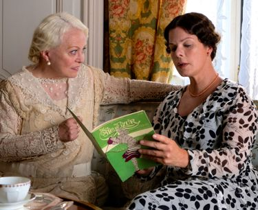 Magic in Moonlight's Jacki Weaver and Marcia Gay Harden Look at book while on couch