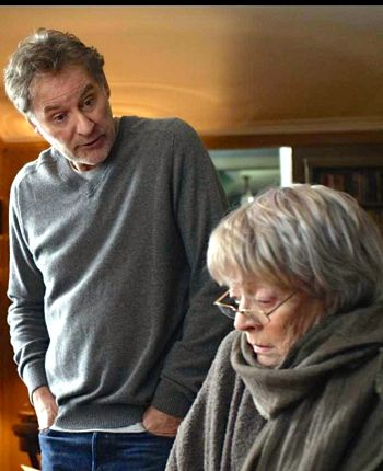 My Old Lady's Kevin Kline towers over Maggie Smith in a chair