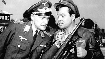 Hogan's Heroes' Bob Crane and Werner Klemperer play scene from TV show