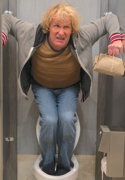 Dumb and Dumber To's Jeff Daniels stands on toilet in men's stall