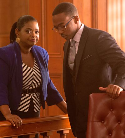 Black or White's Octavia Spencer and Anthony Mackie confer in courtroom