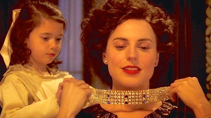 Woman in Gold's Nellie Schilling places gold necklace around neck of Antje Traue