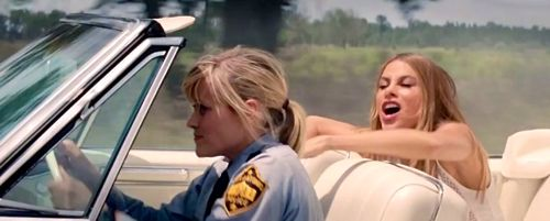 Hot Pursuit's Reese WItherspoon drives convertible with Sofia Vergara in backseat