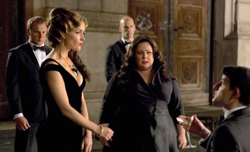 Spy's Melissa McCarthy stands amid Rose Bryne's arms dealing ring