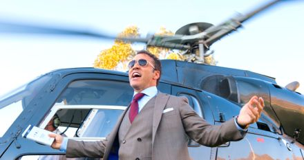 Entourage's Jeremy Piven steps off helicopter