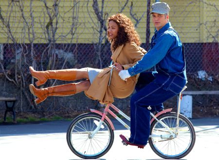 Infinitely Polar Bear's Mark Ruffalo rides bike with Zoe Saldana on handle bars