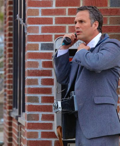 Infinitely Polar Bear's Mark Ruffalo talks on outdoor pay phone