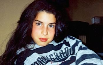 Teenage Amy Winehouse poses for home camera