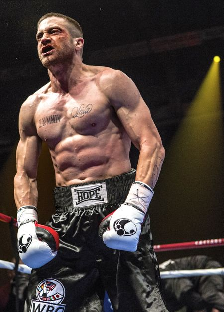 Southpaw's Jake Gyllenhaal bursts into boxing ring from his corner