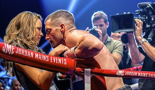 Southpaw's Rachel McAdams embraces husband Jake Gyllenhaal in ring after bout