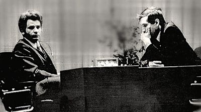 Black-and-white photo of Bobby Fischer playing Boris Spassky in 1972