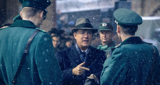 Bridge of Spies' Tom Hanks argues with East Berlin border guards