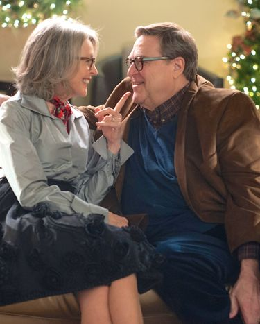 Love the Coopers' Diane Keaton and John Goodman sit cheerfully on living room couch