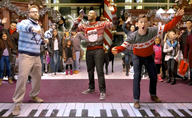 Night Before's Seth Rogen, Joseph Gordon Levitt, Anthony Mackie dance on huge piano keys