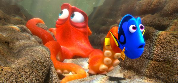 Finding Dory's Dory meets Hank the octopus in marine aquarium