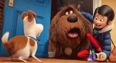 Secret Life of Pet's Max (LOUIS C.K.) meets Duke (ERIC STONESTREET) and owner Katie  (ELLIE KEMPER)  at door