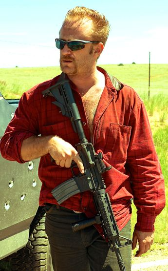 Hell or High Water's Ben Foster carries assault weapon